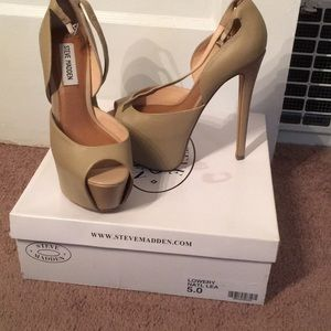Good condition!! Steve Madden Lowery heel